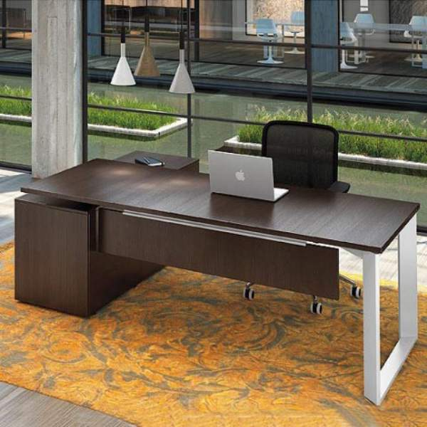 Il design e l eleganza delle scrivanie per l ufficio for Design ufficio scrivania