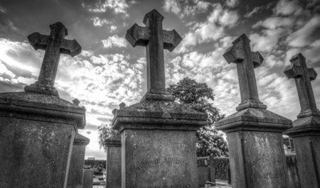 grave-2510928_640_800x471