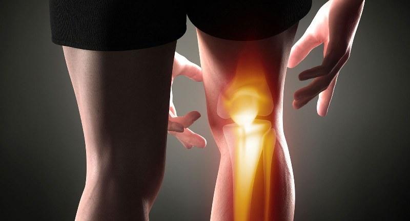 male al ginocchio durante i movimenti